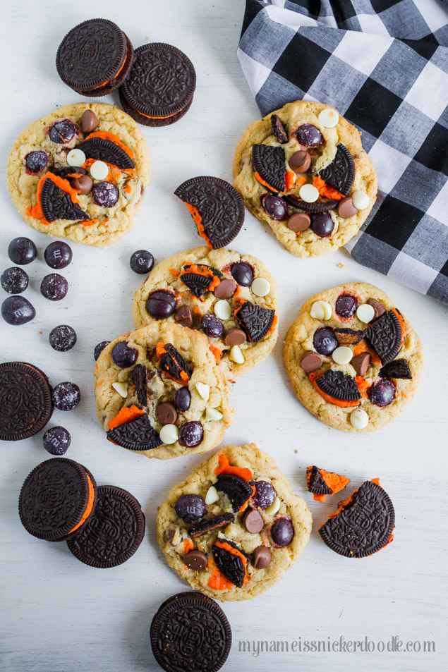 Halloween Oreo Cookies with Oreos, chocolate and white chocolate