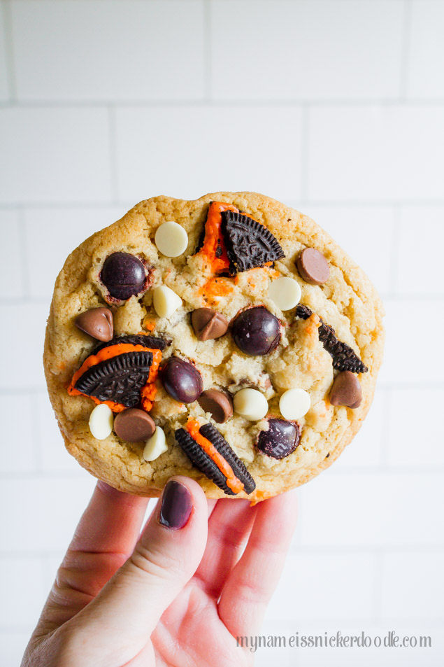 Halloween Oreo Cookies with chocolate and white chocolate