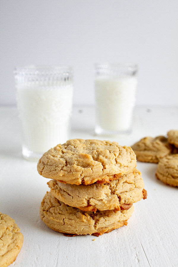 Big and Chewy Peanut Butter Cookies Recipe