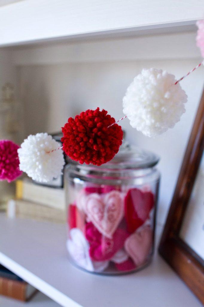 Super cute holiday pom pom garland!