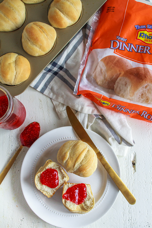 Easy Dinner Rolls that are super easy to make!