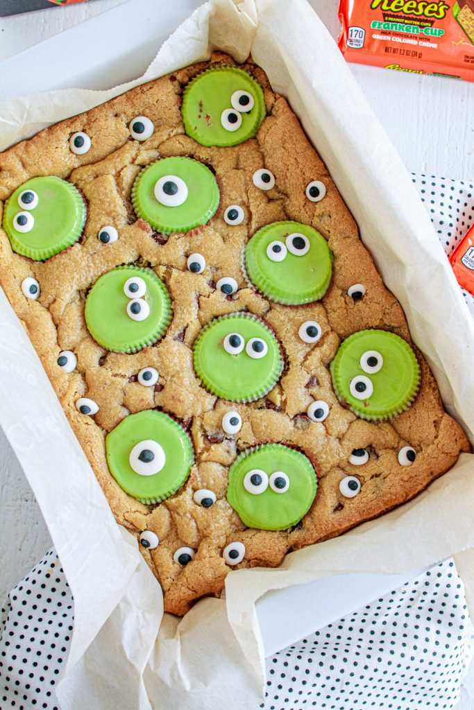 Spooky chocolate chip cookie bars with googley eyes.